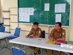 petugas-bkpsdmad-kabupaten-sambas-saat-menunggu-peserta-cpns.jpg