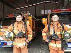 petugas-pemadam-kebakaran-dari-pemadam-kebakaran-panca-bhakti.jpg
