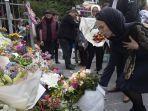 pm-jacinda-ardern-meletakkan-karangan-bunga-pada-komunitas-islam-wellington.jpg