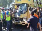 proses-evakuasi-korban-kendaraan-kecelakaan-lalu-lintas-antara-2-truk-262.jpg