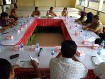 rapat-dengan-perwakilan-enam-perusahaan-perkebunan-kelapa-sawit_20180321_101002.jpg