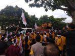 ratusan-massa-partai-hanura-kalbar-menggelar-aksi-di-depan-kantor-kpu-provinsi-kalbar.jpg