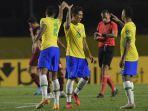 roberto-firmino-tengah-dari-brasil-merayakan.jpg