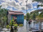 rumah-warga-terendam-banjir-di-desa-teluk-bakung-edc.jpg