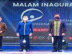 saat-menerima-penghargaan-indonesia-visionary325.jpg