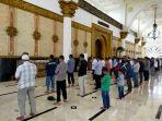 salat-berjamaah-di-masjid-raya-mujahidin-pontianak1.jpg
