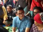 sandiaga-uno-berbincang-dengan-sejumlah-pedagang-dan-pengunjung-pasar-cik-puan-pekanbaru.jpg