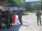 satgas-pamtas-yonif-raider-641beruang-saat-membagikan-puluhan-bendera.jpg