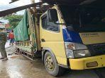 sebuah-truk-menghantam-ruko-di-jl-kom-yos-sudarso243357.jpg