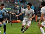 sedang-berlangsung-live-streaming-jepang-vs-uruguay-babak-kedua-saling-berbalas-gol.jpg