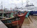 sejumlah-kapal-nelayan-asing-yang-diamankan-kkp-di-stasiun-psdkp-pontianak-kamis-10-juni-2021.jpg