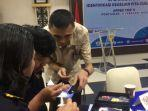 sejumlah-petugas-bea-cukai-sedang-ikuti-workshop-identifikasi-keaslian-pita-cukai.jpg