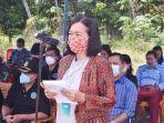 sekretaris-daerah-kabupaten-sintang-yosepha-hasnah8886.jpg