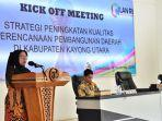sekretaris-daerah-kayong-utara-hilaria-yusnani-saat-membuka-acara-kick-off-meeting.jpg