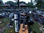sisa-sisa-alat-musik-band-seventeen-yang-diterjang-tsunami.jpg