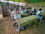 siswa-kelas-xii-sman-2-ketungau-tengah-belajar.jpg