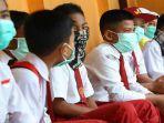 siswa-masuk-sekolah-pakai-masker.jpg