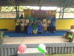 siswa-siswi-mts-al-muhajirin-saat-tampil-di-kegiatan-penutupan-kkl-iain-pontianak-kelompok-62.jpg