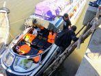 speedboat-jurusan-sukadana-pontianak-bersandar-di-dermaga-sukadana-11.jpg