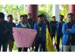 suasana-aksi-mahasiswa-dari-organisasi-pmii-kota-pontianak.jpg