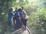 suasana-bersih-bersih-di-hutan-kota-ketapang_20180430_140225.jpg