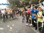suasana-pelepasan-ribuan-peserta-fun-bike-dan-fun-walk-harhubnas-di-pontianak.jpg