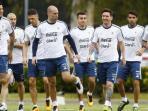 timnas-argentina-dalam-sesi-latihan_20160525_144857.jpg