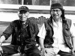 tokoh-sastra-indonesia-umbu-landu-paranggi-kiri-bersama-emha-ainun-nadjib-kanan.jpg