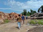 tumpukan-sampah-pengolahan-kayu-di-pt-kayu-multi-timber.jpg