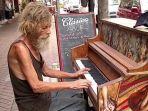 tunawisma-main-piano_20180511_155720.jpg