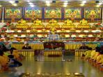 umat-budha-mengikuti-upacara_20160522_185010.jpg