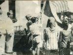 upacara-penaikan-bendera-sang-merah-putih-di-halaman-gedung-pegangsaan-timur-56.jpg