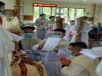 uskup-agung-pontianak-mgr-agustinus-agus-mentahbiskan-dua-imam-baru.jpg
