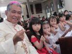 uskup-agung-pontianak-mrg-agustinus-agus-pimpin-misa-natal-anak.jpg