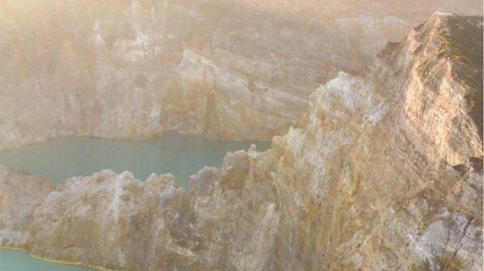 Jumlah Kunjungan Wisatawan Asing di Danau Kelimutu Menurun