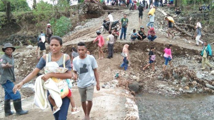 Gelagar Jembatan Dagemage Jebol, Jalan Trans Utara Flores Sikka Kembali Lumpuh