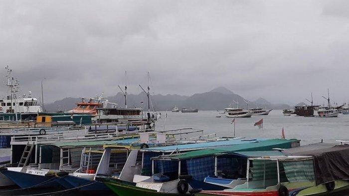 Cuaca Buruk, Perjalanan Wisatawan Labuan Bajo Dialihkan ke Darat