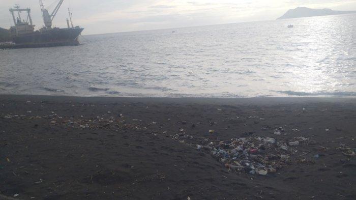 Hujan Sepekan Terakhir, Sampah Berserakan di Lokasi Wisata Pesisir Pantai Kota Ende