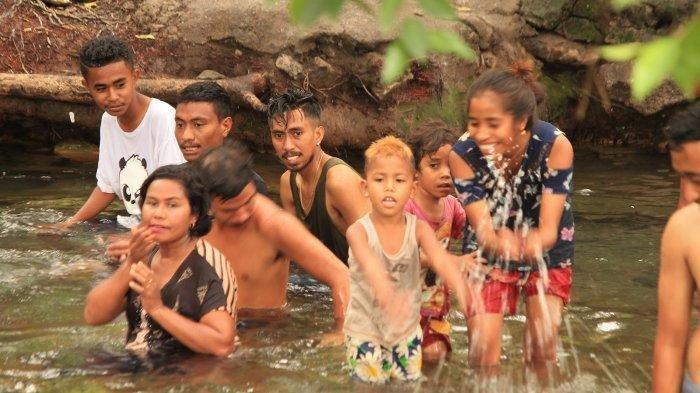 Berwisata ke Air Panas Mengeruda, Pengunjung Diminta Peduli Kebersihan