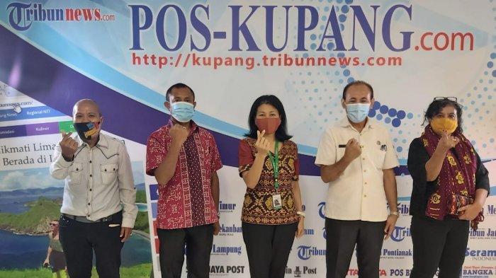 Ngobrol Asyik Pos Kupang tentang Hak Anak Atas Identitas bersama Kepala Bidang Pelayanan Pencatatan Sipil Disdukcapil Kabupaten Belu Maksimus Mau Meta (kedua dari kiri), Kepala Bidang Pendudukan Pencatatan Sipil Dinas Kesehatan Provinsi NTT Hendrik Manesi (kedua dari kanan), dan Renny Rebeka Haning (tengah) dari ChildFund Internasional Indonesia yang dipandu oleh Jurnalis Pos Kupang Novemy Leo (kiri), dan panitia, Ana Djukana, SH (kanan), Rabu (2/12/2020)