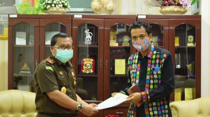 Darius Beda Daton, SH Kepala Perwakilan Ombudsman NTT bersama Kajati NTT