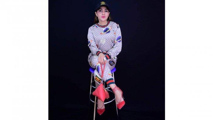 Dian Lestary Raynilda Lenggu, MC atau master of ceremony di Profinsi Nusa Tenggara Timur ( NTT ), Indonesia.