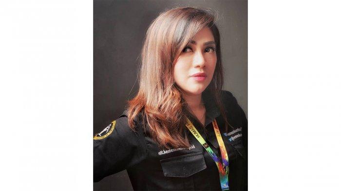 Dian Lestary Raynilda Lenggu, balutan seragam Humas Kantor Kemanhukham Provinsi NTT.