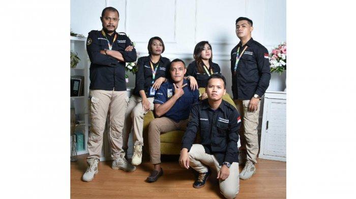 Dian Lestary Raynilda Lenggu, S.Pd, M.Hum bersama rekan kerjanya di Humas Kemenhukham NTT