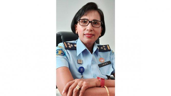 Biodata Erni Mamo Li Kabid Pelayanan Hukum pada Kanwil Kementerian Hukum dan HAM NTT