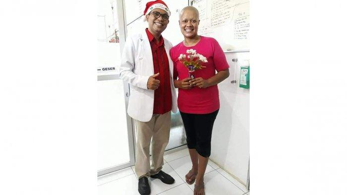 Aipda Imelda Mella (kanan) bersama dokter Laurens David Paulus, Sp.OG(K) (dok Imelda Mella)