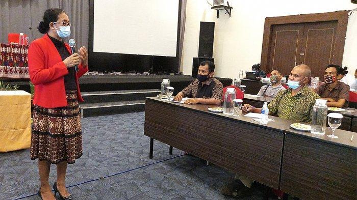 Koordinator KTAS NTT, Ansy Rihi Dara, SH dalam Training Laki-Laki Baru untuk Tokoh Masyarakat, Tokoh Agama dan Tokoh Pemuda di 3 Kabupaten di Provinsi NTT yang digagas Konsorsium Timor Adil Setara atau KTAS NTT, Kamis (25/3/2021) di Kupang.