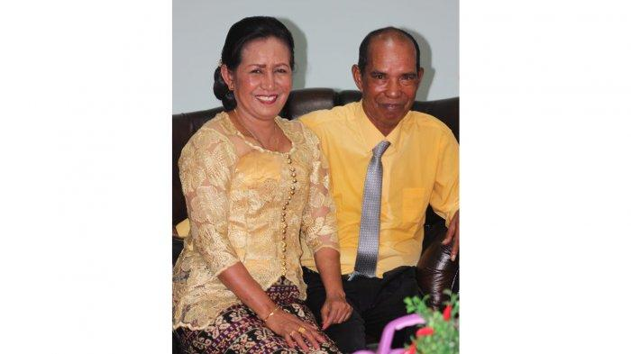 Maria Anggelorum Mayestatis atau Mayestati, Anggota DPRD Kabupaten Sikka Periode 2019, bersama suami.