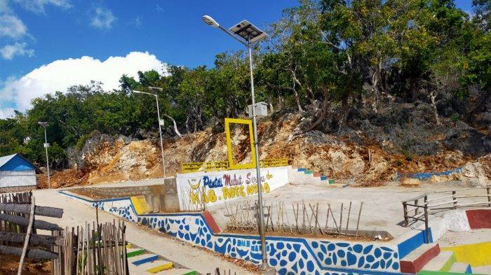 Salahs atu area yang ada di lokasi wisata Pantai Mulut Seribu yang ada di Kabupaten Rote Ndao, Provinsi Nusa Tenggara Timur ( NTT ), Indonesia.