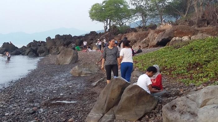 Pantai Air Panas Kawaliwu Punya Berkhasiat Sembuhkan Penyakit, Benarkah?